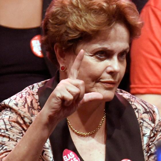 A ex-presidente Dilma no lançamento da candidatura do ex-presidente Lula à Presidência, em Contagem, Minas Gerais. Depois de quase 50 anos fora, Dilma mudou seu título eleitoral para Belo Horizonte para ser candidata ao Senado pelo estado em que nasceu (Foto: DOUGLAS MAGNO/AFP)