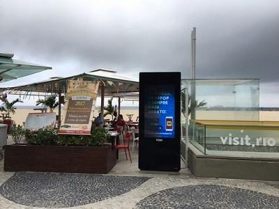 Totem na orla de Copacabana