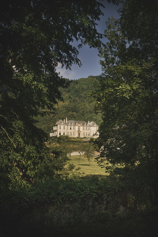 Staying in the historic Chateau de Gudanes, an 18th-century neoclassical château in the commune of Château-Verdun built on the site of an older castle destroyed in 1580 and currently under restoration by the Waters family.  (Foto: reprodução)
