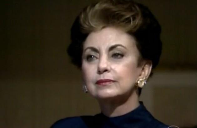 Mesmo após quase 30 anos, a frase 'Quem matou Odete Roitman?' ainda é famosa na teledramaturgia. Em 'Vale tudo' (1988), a personagem de Beatriz Segall morreu com três tiros. A assassina, Leila (Cássia Kiss), foi revelada no último capítulo (Foto: Reprodução da internet)