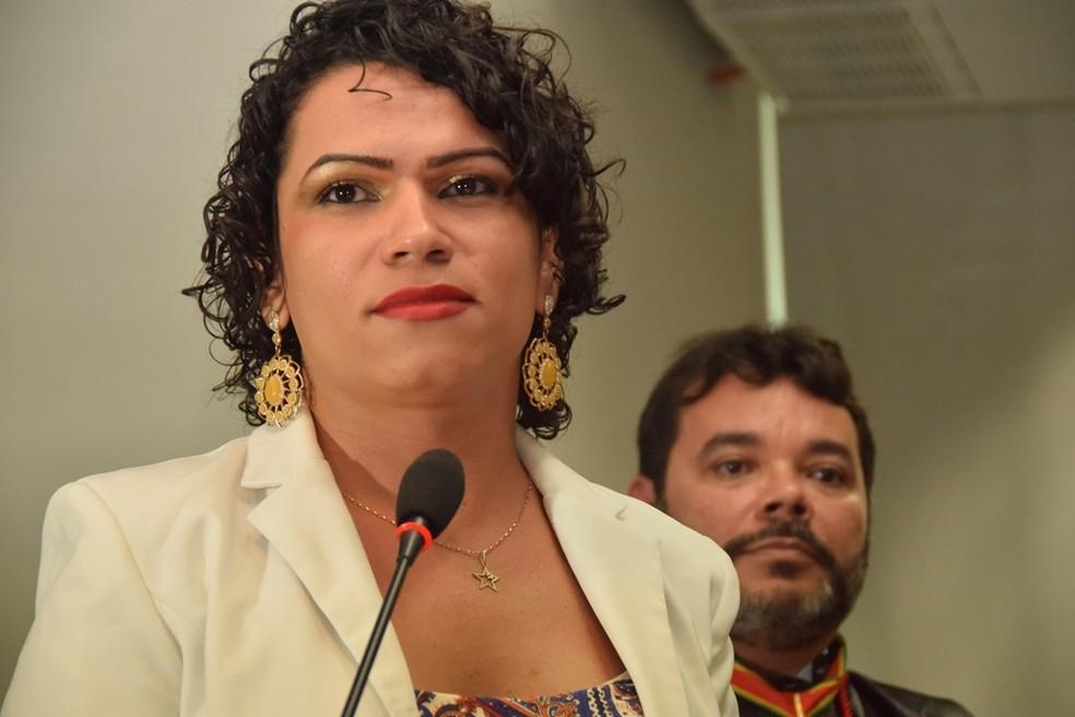 Rubby destacou a falta de oportunidade para trans e travestis e diz que quer servir como um exemplo no mercado de trabalho (Foto: Tiago Teles/Ascom MP-AC)