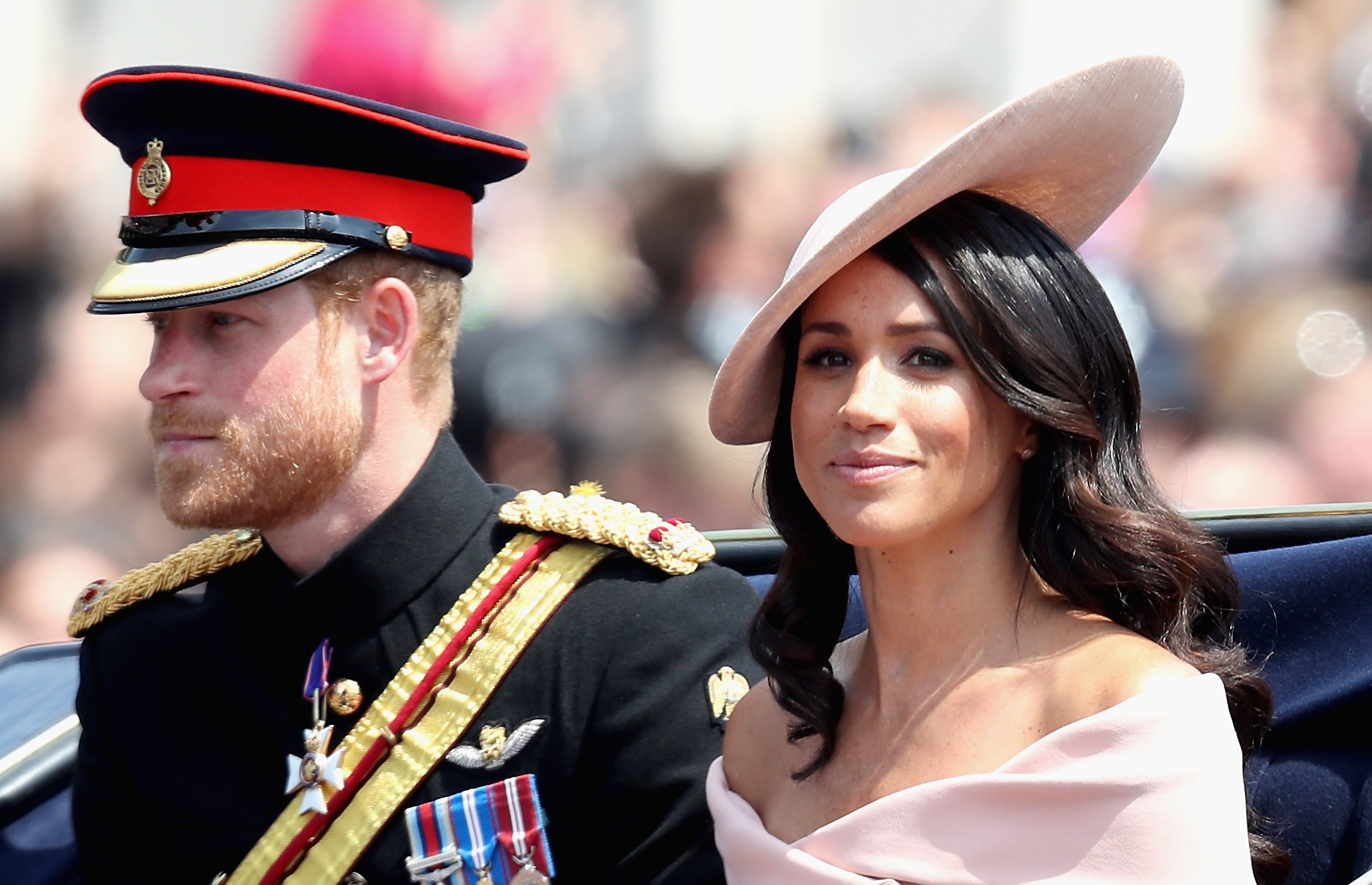 LONDON, ENGLAND - JUNE 09:  Meghan, Duchess of Sussex and Prince Harry, Duke of Sussex during Trooping The Colour on the Mall on June 9, 2018 in London, England. The annual ceremony involving over 1400 guardsmen and cavalry, is believed to have first been (Foto: Getty Images)