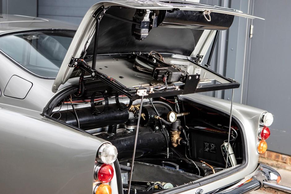 Maquinário para usar todas traquitanas exigiu espaço no porta-malas (Foto: Divulgação)