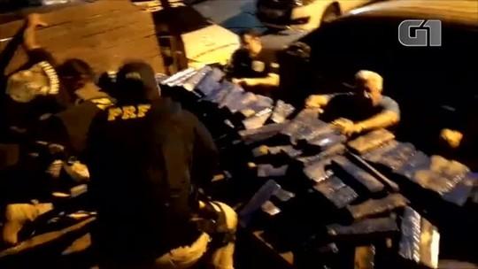 PRF apreende meia tonelada de maconha escondida em fundo falso de caminhão na BR-316
