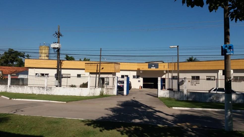 Instituto Médico Legal IML de Angra dos Reis onde está o corpo do francês (Foto: Cássia Caioca/RJTV)