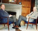 Entrevista de Paulo Francis com o economista John Kenneth Galbraith na estreia da GloboNews | Divulgação