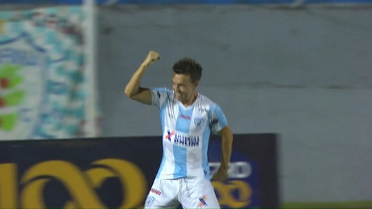 """Dagoberto marca três gols em goleada do Londrina e comemora: """"Noite abençoada"""""""