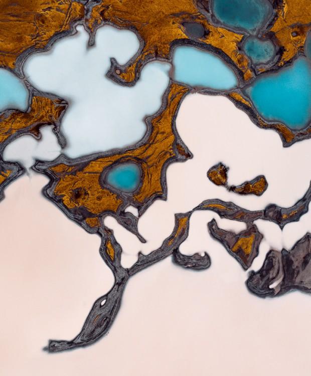 Os tons de azul mais fortes indicam as formação de lagos mais profundos (Foto: Tom Hegen/ Reprodução)