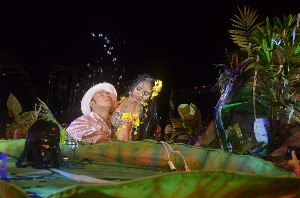 Alex Oliveira e Elna Canto deram vida à lenda do boto  (Foto: Dominique Cavaleiro/G1)