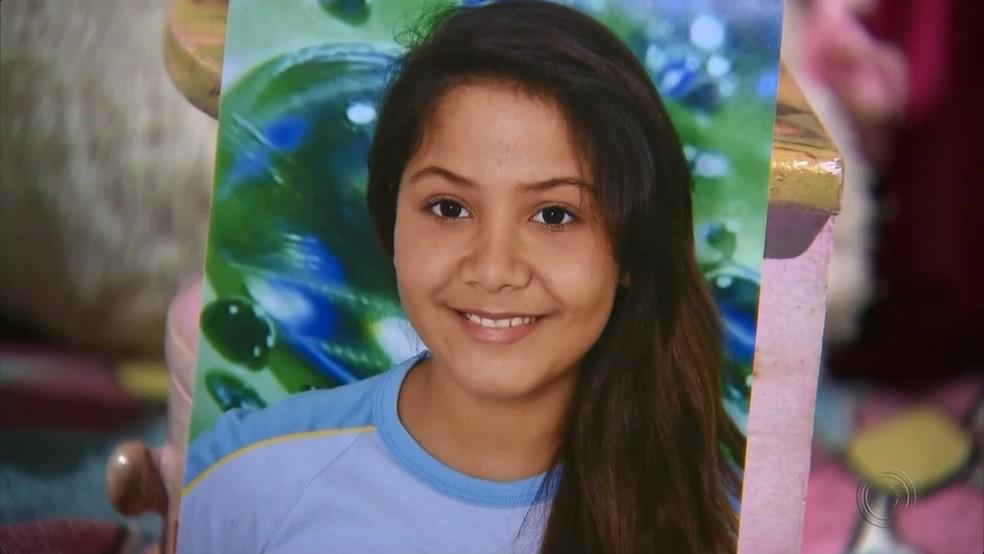 Menina Vitória Gabrielly foi encontrada morta às margens de estrada rural em Araçariguama (Foto: Reprodução/TV TEM)