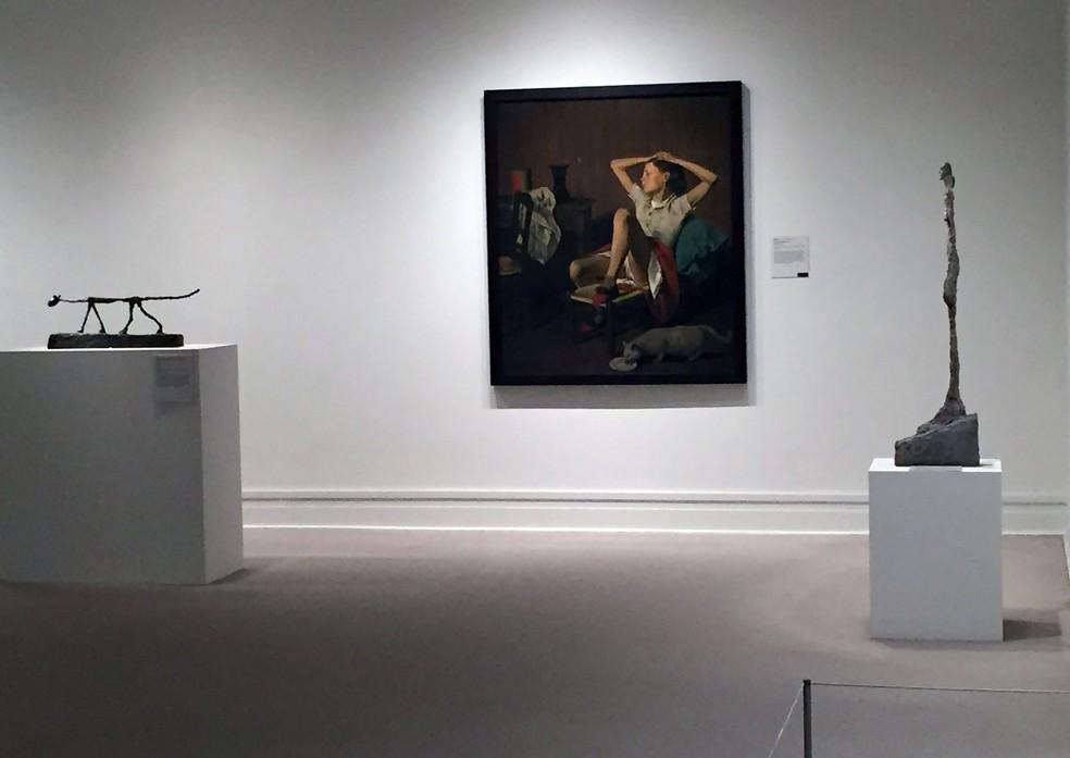 -  A pintura 'Teresa sonhando'  1938 , do artista franco-polonês conhecido como Balthus, em exposição no Met de Nova York  Foto: Thomas URBAIN / AFP