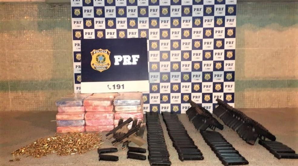 Após abordagem, PRF apreende na cabine de caminhão pistolas, carregadores, munições e quase 50 Kg de crack — Foto: Divulgação/PRF