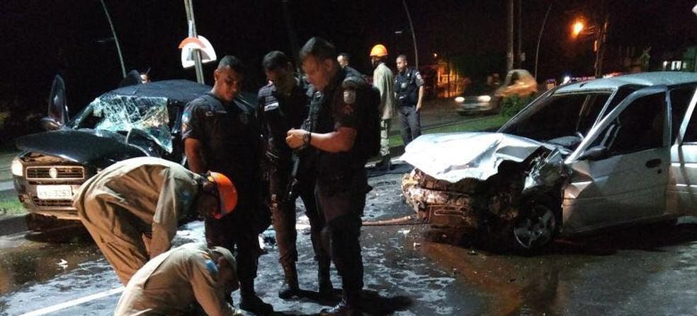Acidente aconteceu quando assaltantes entraram na contramão (Foto: Polícia Militar/Divulgação)