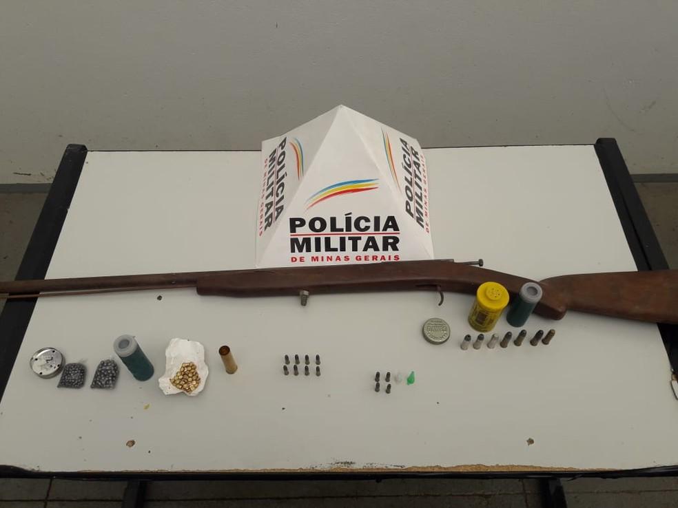 Material apreendido durante cumprimento de mandados de busca e apreensão — Foto: Polícia Militar/Divulgação