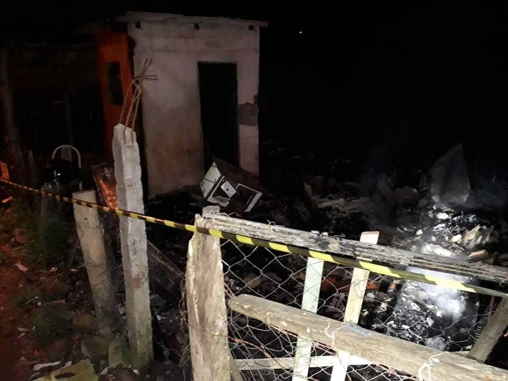 Criança morre em incêndio em casa em Fontoura Xavier - Radio Evangelho Gospel