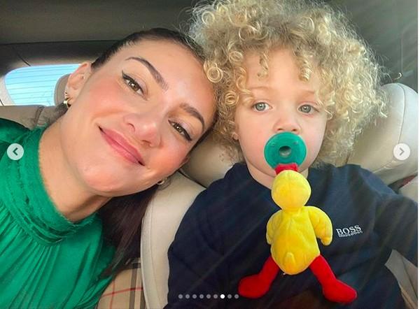 Sophie Brussaux com o filho dela com o rapper Drake, Adonis (Foto: Instagram)