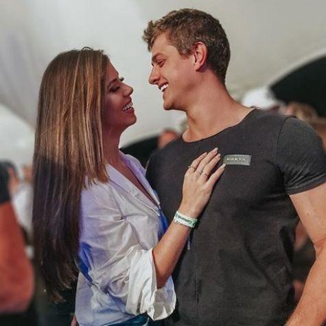 Lucas Gallina com a namorada, Juliana Xavier (Foto: Reprodução)