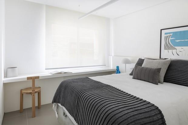 Reforma transforma apê dos anos 1970 em lar minimalista e iluminado  (Foto: Julia Ribeiro)