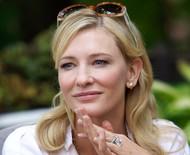 Atriz Cate Blanchett sofre lesão na cabeça em acidente com uma serra elétrica durante isolamento