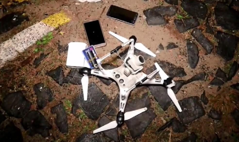 Um drone com celulares foi apreendido sobrevoando a cadeia de Ponta Grossa, segundo o Depen — Foto: Reprodução/RPC