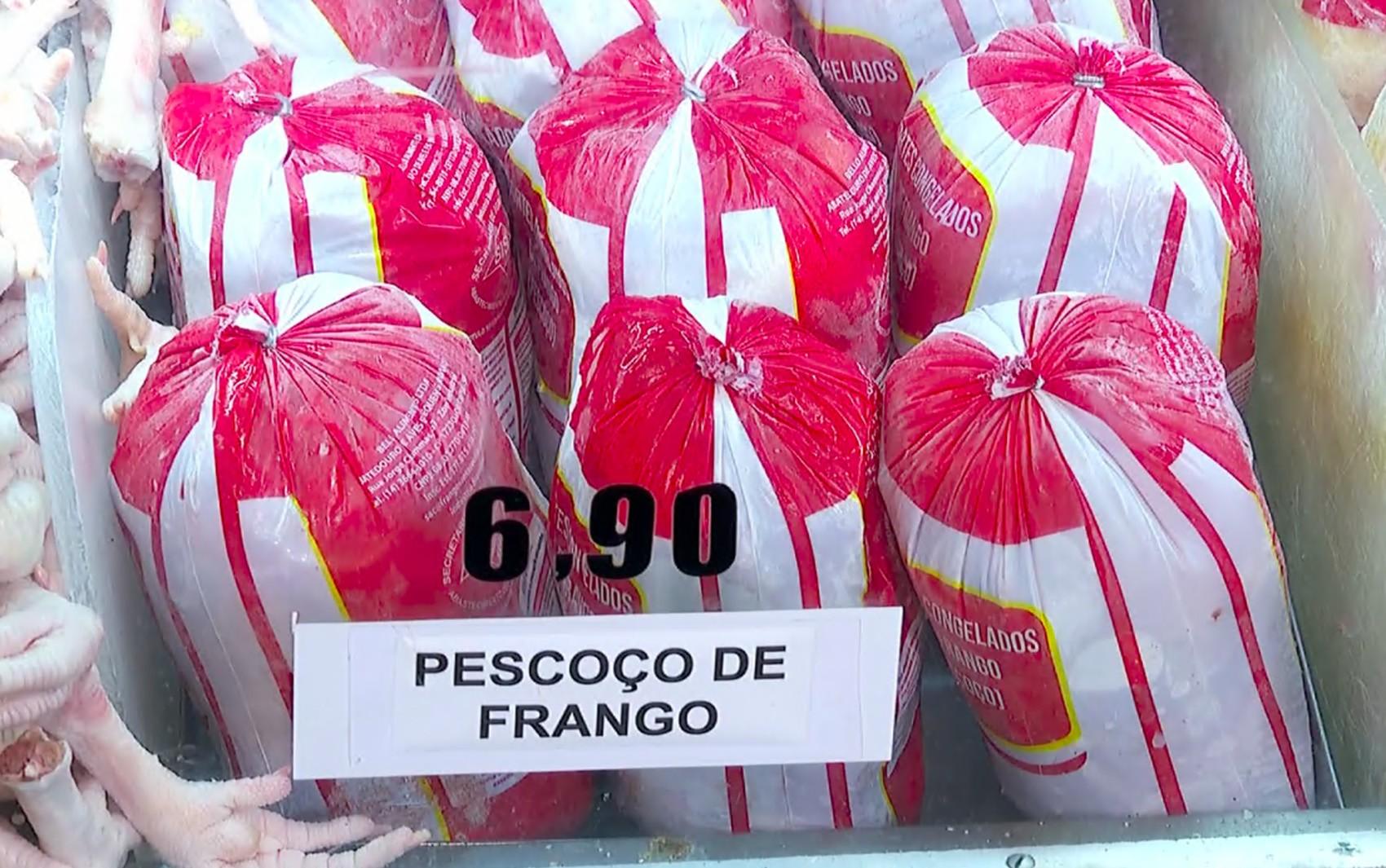 Alta no preço da carne eleva vendas de pé e pescoço de frango nos açougues de Ribeirão Preto