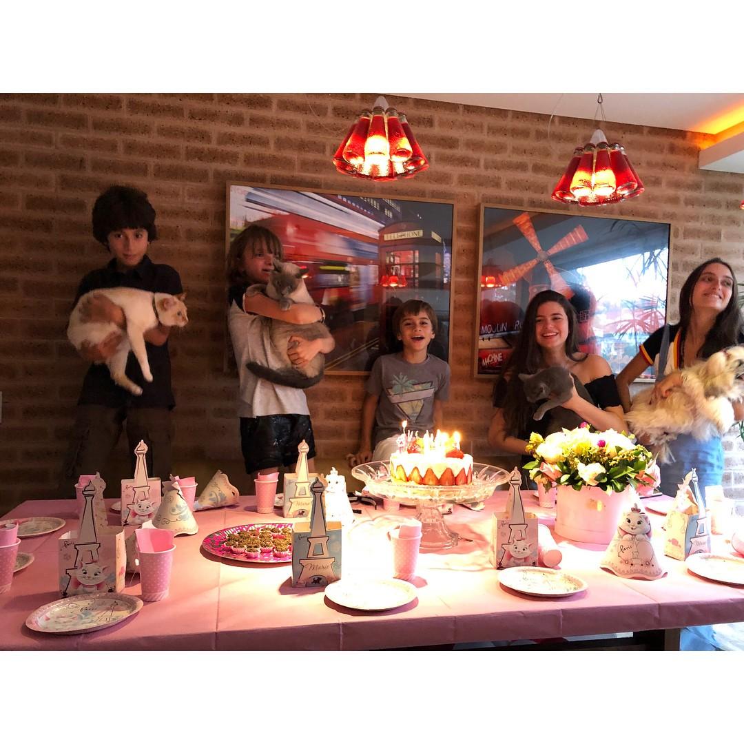Tici Pinheiro faz festa para gatinha (Foto: Reprodução / Instagram)