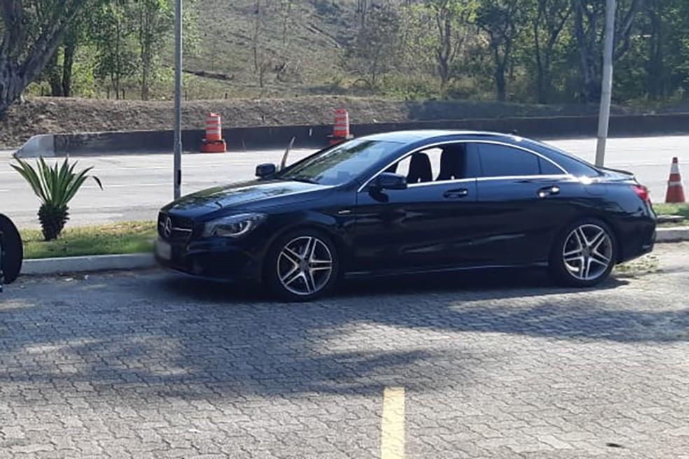 Carro de luxo foi apreendido e será devolvido ao dono — Foto: Divulgação/PRF