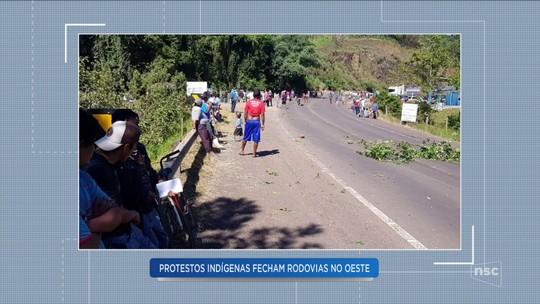 Rodovia SC-480 é bloqueada durante protesto de indígenas em Ipuaçu