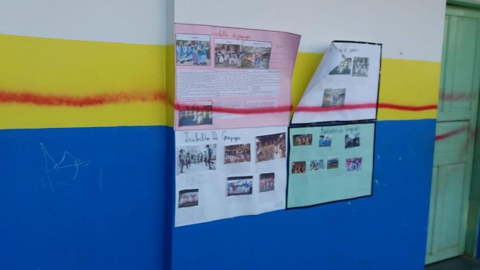 Paredes recém pintadas foram pichadas — Foto: Escola Municipal Eva Ruas / Divulgação