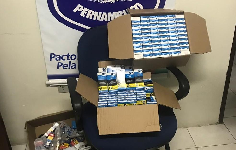 Remédios controlados foram apreendidos em farmácia clandestina, no Recife, nesta terça (27) — Foto: Polícia Civil/Divulgação
