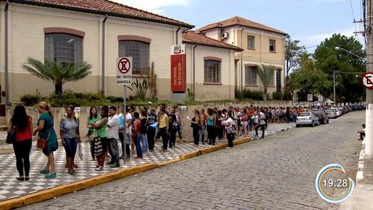 Moradores passam madrugada na fila por vaga em cursos de qualificação em Jacareí