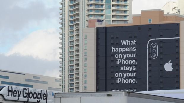 """Provocação da Apple contra o Google afirma: """"O que acontece no seu iPhone, fica no seu iPhone"""" (Foto: Getty Images)"""
