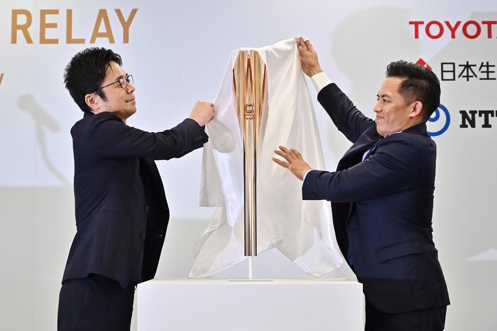Tocha olímpica de 2020 é apresentada no Japão — Foto: CHARLY TRIBALLEAU / AFP