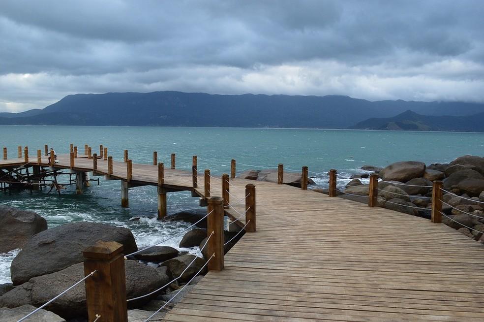 Ilhabela é o município perfeito para quem curte a natureza, pois possui praias, cachoeiras e montanhas — Foto: Pixabay/Divulgação