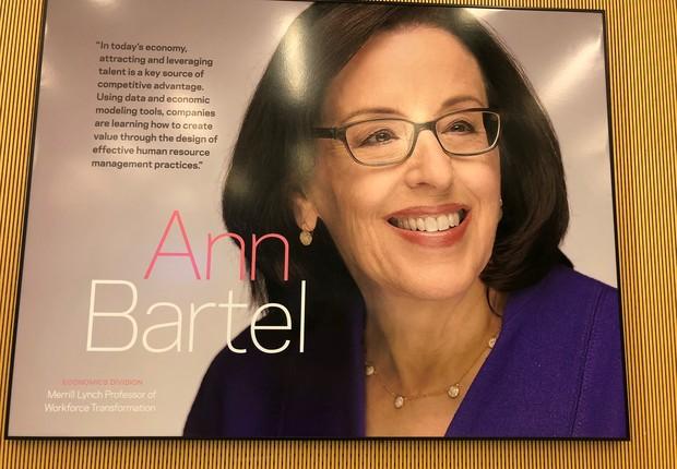 Quadro em homenagem a Ann Bartel, da Economics Division (Foto: ARQUIVO PESSOAL/FERNANDA LOPES DE MACEDO THEES)