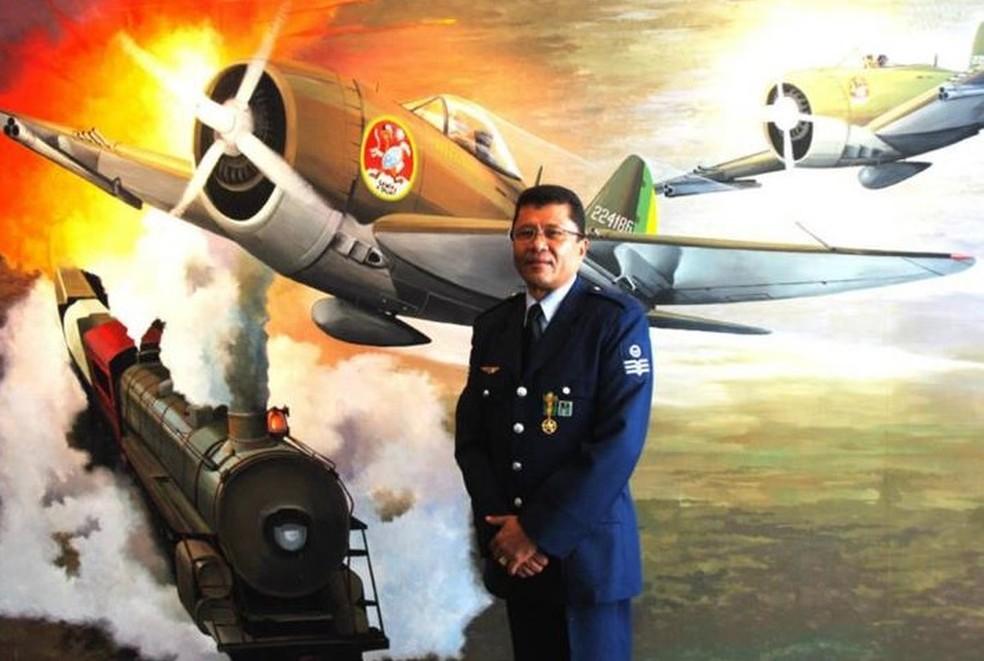 Militar da reserva da Aeronáutica, Juenil Bonfim de Queiroz, de 56 anos, foi preso em flagrante após matar mulher e ex-morador de prédio onde mora — Foto: Arquivo pessoal