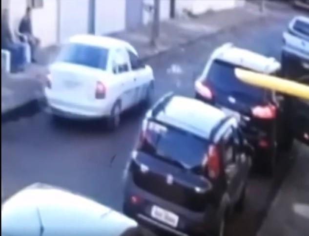 Vídeo mostra menino de dois anos que sobreviveu a atropelamento e teve apenas ferimentos leves em Araguari