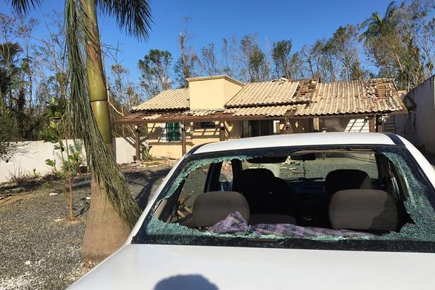 O seguro que possui cláusula de danos por desastres naturais são obrigados a cobrir os danos feitos pelo ciclone (Foto: Reprodução de rede social)