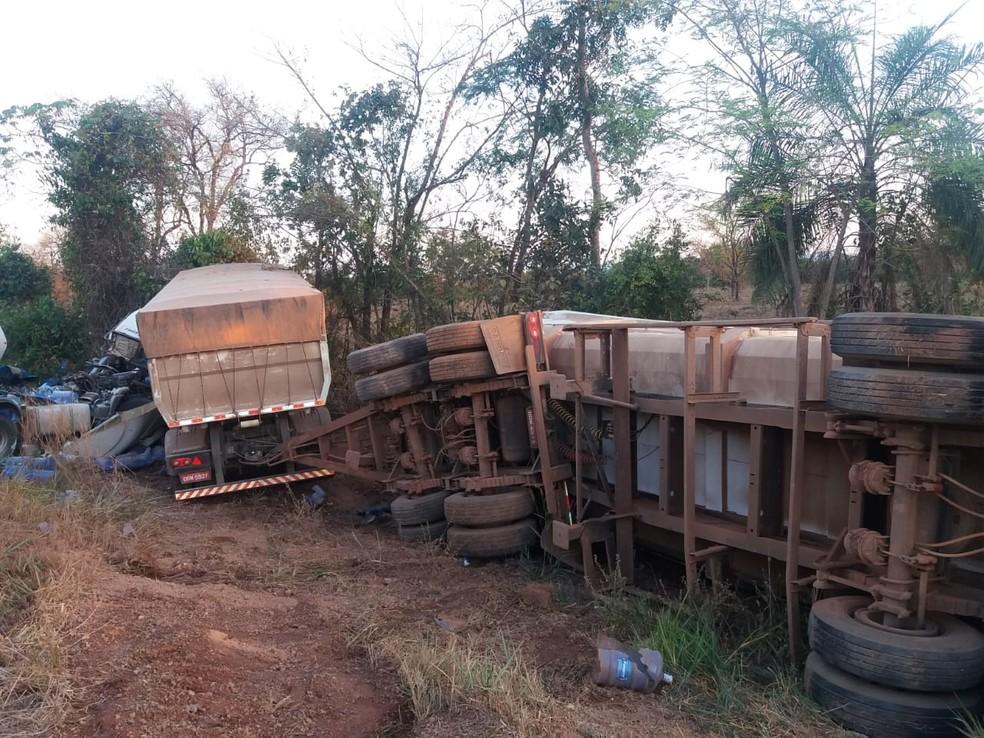 Acidente da BR-364 próximo à Serra de São Vicente (Foto: CBM-MT)