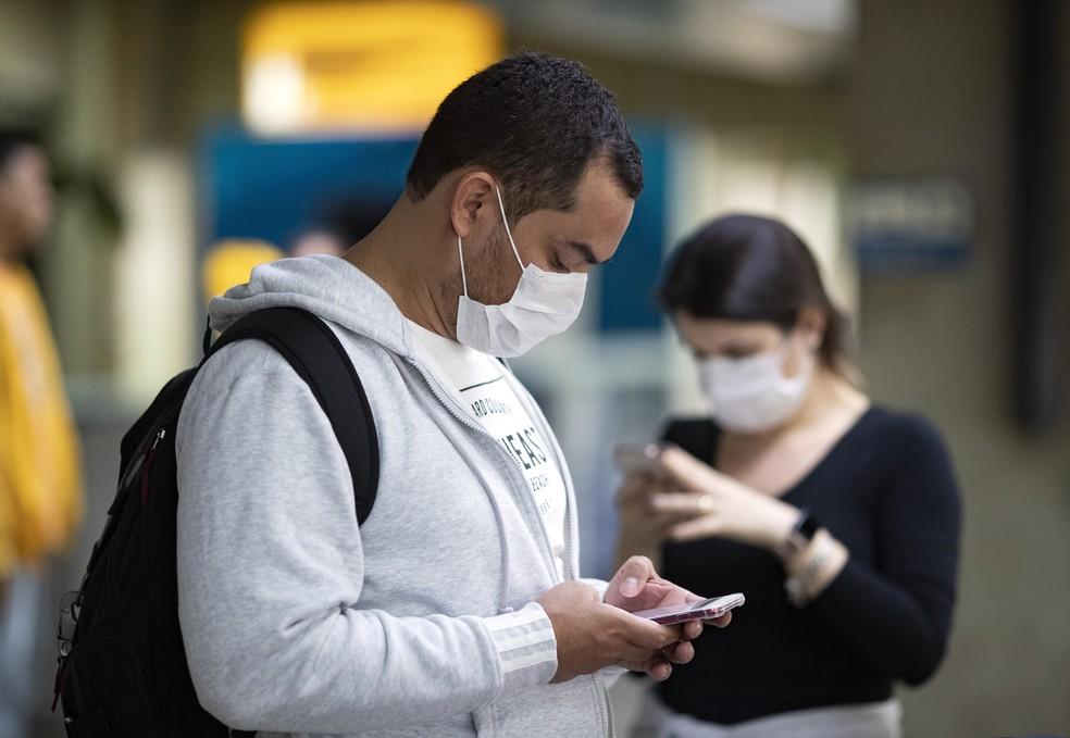 Uso de máscaras será obrigatório em locais públicos de Natal — Foto: Andre Penner/AP