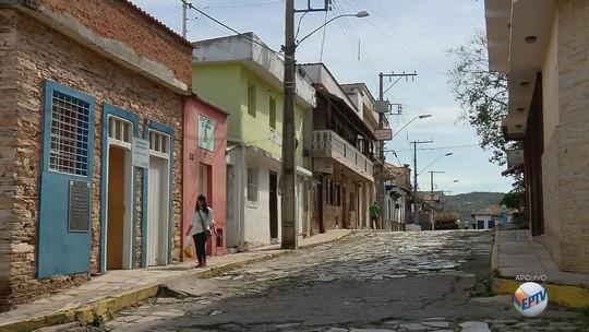 TAC determina que prefeitura comece a exonerar servidores contratados em São Tomé das Letras, MG