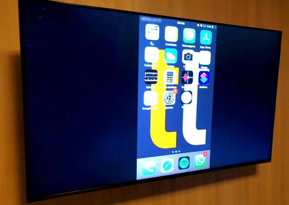 Tela do iPhone espelhada na smart TV LG — Foto: Reprodução/Milena Garcia