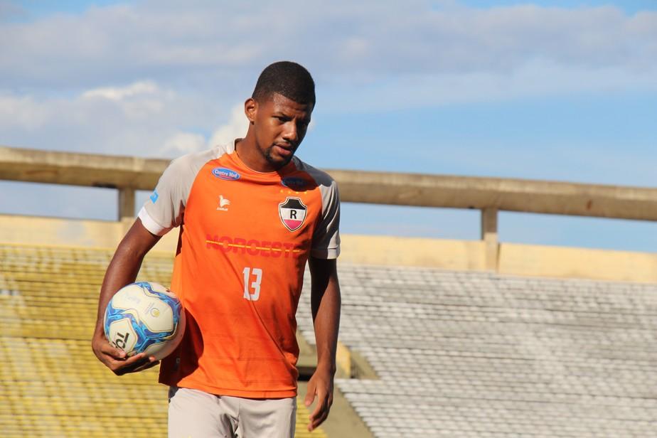 Revelado pelo River-PI, zagueiro Ismael é anunciado como reforço do Oeirense