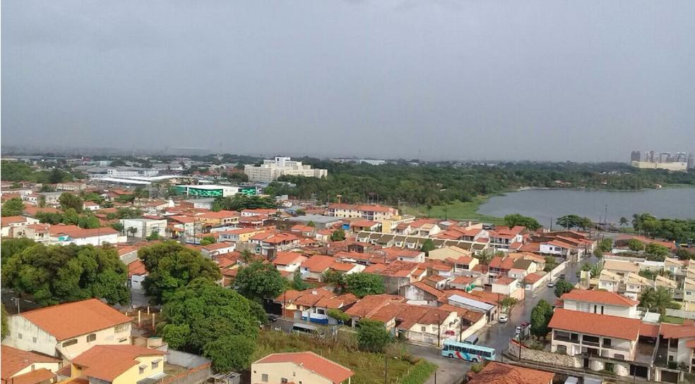 -  Fortaleza amanheceu neste sábado com chuva. De acordo com monitoriamento da Funceme foram registrados desde a meia noite precipitações de 5,8 milímet