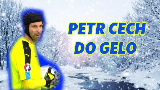 """Com Chelsea e Arsenal no capacete, Cech estreia pegando """"pênaltis"""" no hóquei no gelo"""