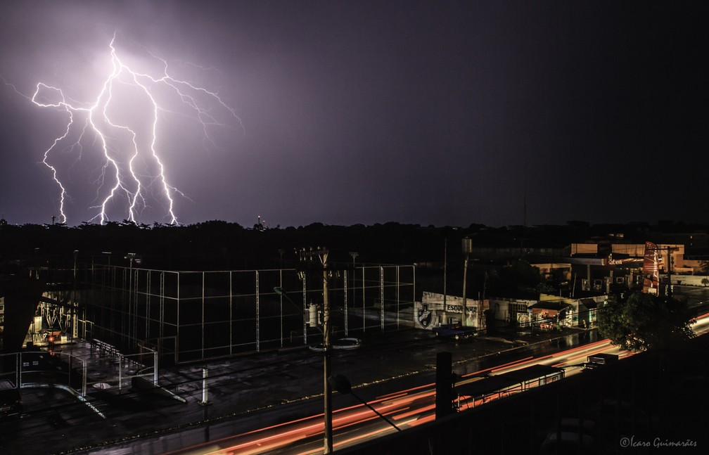 Ícaro Guimarães Canto, em Manaus, registrou imagem na segunda cidade com maior incidência de raios do Brasil — Foto: Ícaro Guimarães Canto/Inpe