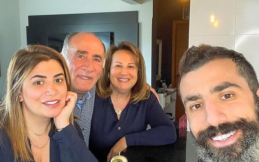 """Kaysar Dadour comemora três anos da família no Brasil: """"Alegria, paz e amor"""""""
