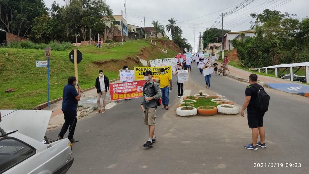 Protesto contra Bolsonaro e a favor da vacina em Cruzeiro do Sul — Foto: Glédisson Albano/Arquivo pessoal