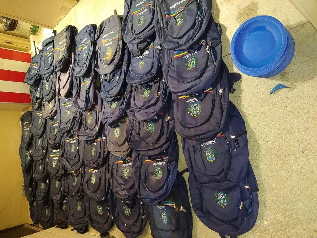 Polícia encontra material de escola estadual em ferro-velho e prende dono por receptação