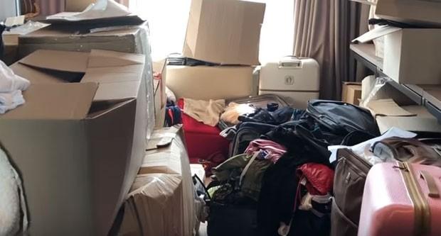 Dani Souza mostra seu closet (Foto: Reprodução)